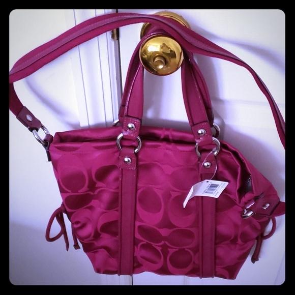 Coach Handbags - NWT coach purse